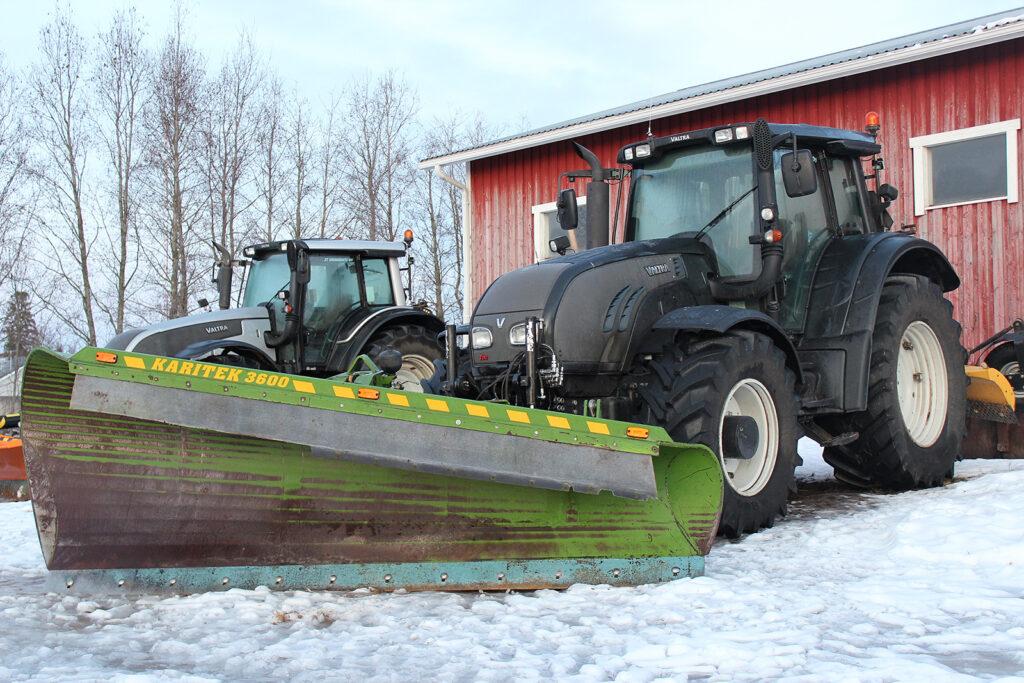 traktorit talviauraukseen